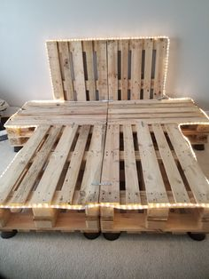Queen size pallet bed with headboard and night stands each side Wood Pallet Beds, Diy Pallet Bed, Headboard Pallet, Pallet Bed Frames, Diy Pallet Queen Bed Frame, Bed With Headboard, Rustic Wood Bed Frame, Upholstered Headboards, Western Bedroom Decor
