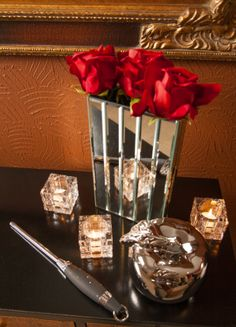 This New York inspired apple and flower centerpiece is the perfect touch to your entryway. Your guests will instantly be impressed by the high end feel of your party right when they walk in the door! #ypp #yourperfectparty #NewYork #city #partycollection #roses #bigapple #elegant #classy