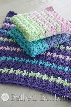 These handmade washcloths and dishcloths are a very easy, beginner level project and also a great pattern.