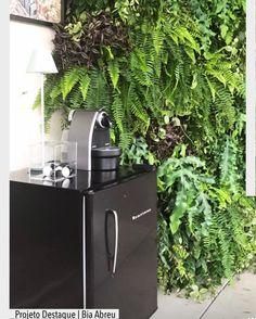 Encantada com a delicadeza na escolhas das plantas desse jardim vertical. Por Bia Abreu Paisagismo. Ad Pinterest/ arqdecoracao @arquiteturadecoracao @acstudio.arquitetura #arquiteturadecoracao #olioliteam #instagrambrasil #decor #arquitetura #paisagismo #jardimvertical #paredeverde