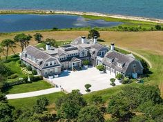 View this luxury home located at 22 Lelands Path Edgartown, Massachusetts, United States. Sotheby's International Realty gives you detailed information on real estate listings in Edgartown, Massachusetts, United States. Dream Mansion, Dream Houses, States In America, United States, Mansions Homes, Waterfront Homes, Luxury Real Estate, Exterior Design, Acre