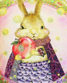 昔ウチで飼ってたウサギは、ロップイヤーという種類の耳の垂れた可愛いウサギでした。名前はマロ。色は茶色。そんなマロを思い出しながら塗りました✨ 他は何も考えないで思いつきで色を選び、完成  #ネコと仲間たちの不思議な世界#大人の塗り絵#コロリアージュ#ぬりえ#クラミサヨ#ウサギ#うさぎ#rabbit#プレゼント  時間があると海外ドラマを見てしまい、塗り絵スイッチすら忘れてたけど、今日本屋さんで色々な塗り絵見てたらスイッチオン