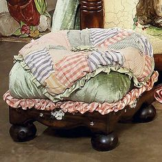 Love tuffets....this would be so cute on a white stool
