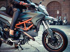 Elena & Ducati Hypermotard 821 #mcfashionautomotive #racinglifestyle www.mixelchic.it