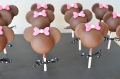 Minnie+Mouse+Cake+Pops+-+These+cake+pops+were+for+a+little+girl's+birthday+who+loved+Minnie+Mouse!!