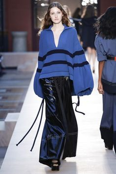 View the complete Sonia Rykiel Spring 2017 collection from Paris Fashion Week.