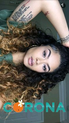 Love the small print on her tattoos Wig Styles, Curly Hair Styles, Natural Hair Styles, Weave Hairstyles, Pretty Hairstyles, Curly Hair Problems, Pretty Hair Color, Mixed Girls, Different Hairstyles