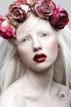 68 Ideas photography flowers woman crowns for 2019 #photography #flowers Dark Beauty, Modelo Albino, Beauty Photography, Fashion Photography, Photography Flowers, Editorial Photography, Albino Girl, Shaun Ross, Beautiful People