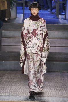 Antonio Marras Fall 2019 Ready-to-Wear Fashion Show - Vogue Antonio Marras, Vogue Paris, Fashion Prints, Fashion Design, Fashion Show Collection, Daily Fashion, Vogue Fashion, Urban Fashion, High Fashion