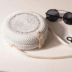 Woven Rattan Bag Round Straw Shoulder Bag Small Beach HandBags Women S – Modes Cayesse Handmade Handbags, Handmade Bags, Eco Bags, Types Of Bag, Cute Bags, Small Bags, Luxury Handbags, Bag Sale, Cross Body Handbags