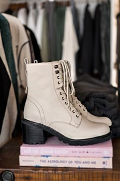 SAVE BIG, SUPPORT SMALL Beautiful Outfits, Cool Outfits, Casual Outfits, Cute Shoes, Me Too Shoes, Fashion Shoes, Fashion Outfits, Shoe Closet, Aesthetic Clothes