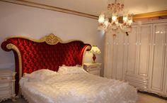 Altı kapılı olarak hazırlanan dolap beyaz lake ve altın varağın uyumu ile kombin edildi.  http://www.asortie.com/yatak-odasi-208-Prenses-Klasik-Yatak-Odasi