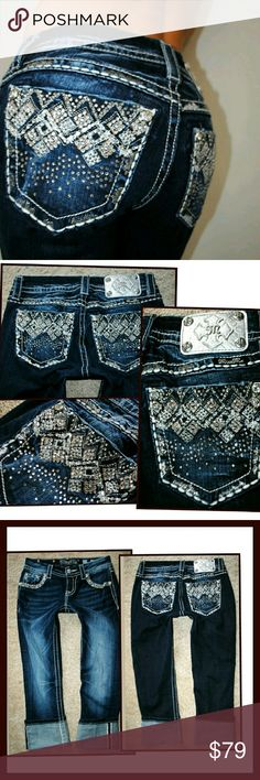 Miss me Buckle Cropped Rhinestone denim jeans 0 25 Gorgeous. Worn once. See pics for more details and measurements. Miss Me Jeans Ankle & Cropped