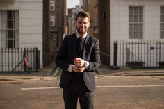 """Nello Formicola, Director of www.welkhomes.com a Londra.  """"Da quando sono arrivato nel 2010 ho lavorato come barista, promoter e cashier in banca. Ora ho un'agenzia immobiliare. Se ce l'ho fatta a Londra è perché non volevo e non potevo tornare. Ci vuole umiltà, voglia di lavorare e voglia di aiutare il prossimo."""""""