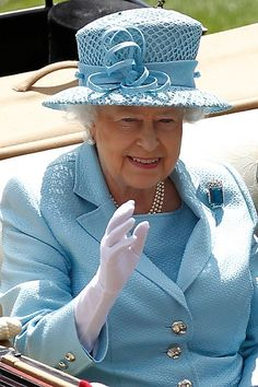 The Queen on day 1 of Royal Ascot races, 19th June 2012 wearing the Brazilian Aquamarine brooch.