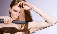 """O excesso de alisamentos e do uso de descolorantes, secador e chapinha deixa o cabelo mais fraco, o que desacelera o crescimento e aumenta o risco de quebra dos fios.    Sem falar que pode provocar algum tipo de irritação no couro cabeludo, o que interfere no crescimento. """"O alisamento quebra os fios, deixando-os mais curtos a médio e longo prazo."""""""