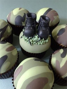 Camoflouge cupcakes..Kristen will make these. wish i had the patience