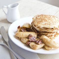 Haverpannenkoekjes met gebakken bananen en pecannoten - Dille & Kamille