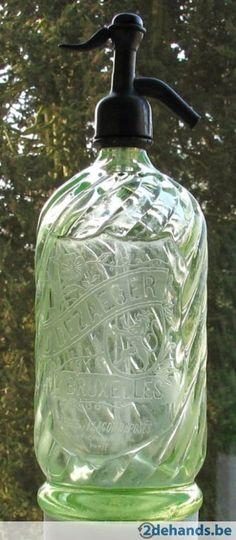 Buitenkant getordeerde fles leeuw Brussel