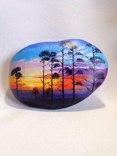 手绘石头...beautiful sunset painting on a rock!