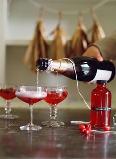 Holiday party drinks // Style Me Pretty