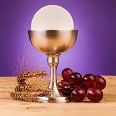 The Host and Chalice with Wheat and Grapes / © MariuszSzczygiel /Getty Images via Canva Pro Great Love Stories, Love Story, St Faustina Kowalska, Jesus E Maria, Catholic Priest, Word Pictures, Angel Art, Virgin Mary, 30