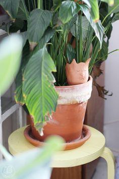 Oravanpesä: KASTELUKISSA. Planter Pots, Diy, Bricolage, Diys, Handyman Projects, Do It Yourself, Crafting