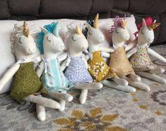 La muñeca unicornio personalizado escoger su color de pelo