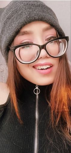 Girls With Glasses, Eyes