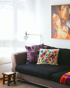 12-decoracao-sala-estar-sofa-cinza-almofadas-coloridas