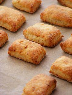 "szeretetrehangoltan: Krumplis ""pogácsa"" (ropogós kérgű) Croissant, Lunches And Dinners, Cornbread, Ham, Bakery, Muffin, Good Food, Food And Drink, Cookies"