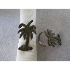 Palm Tree Napkin Rings, Vintage Enamel, Tropical Dining Retro Kitchen... ($8) ❤ liked on Polyvore featuring home, kitchen & dining, napkin rings, green napkin rings and brown napkin rings