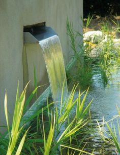 Schwimmteich Wasseraustausch Brunnen Wasserspiele Garten