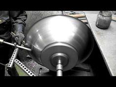 Manuell Trycksvarvning,  Metal spinning (softlight) - YouTube May Can, Wooden Bowls, Sheet Metal, Lathe, Metal Working, Spinning, Workshop, Iron, Tools