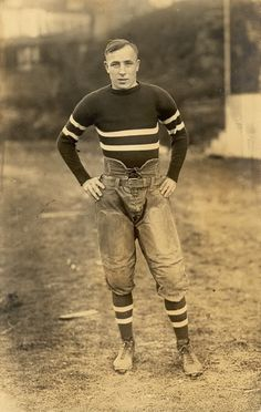 Great basis for a Dieselpunk costume/uniform. Just needs a couple holsters, head wear, fire arms, and bandoleers. VINTAGE ATHLETIC – football player photo, unknown date. Vintage Pictures, Vintage Images, Vintage Men, Vintage Fashion, Vintage Style, Mode Masculine, Football Players Photos, Football Posters, Sport Mode