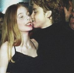 Just to make things clear, cuz some people don't know this, Rachel and Jeremy were a couple. They were each other's first bf/gf, and they were each other's first kiss. Which is adorable Peter Pan 2003, Peter Pan Movie, Peter Pan Disney, Peter Pan Stars, Jeremy Sumpter Peter Pan, Peter And Wendy, Katie Mcgrath, Look At The Stars, Grunge Girl