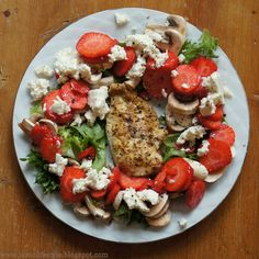 300 calories strawberry chicken salad, 5:2 fast dinner, #calories, #kcal, #salad