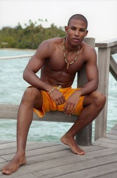 gay black lyon homme musclé gay