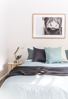 Explore this elegant renovated ski retreat in Jindabyne, Seeking to re-imagine the luxury ski retreat, Jindabyne's Eliza Lee One is a cosy haven. Guest Bedrooms, Mint Bedroom, Blue Gray Bedroom, Blue Bedroom Decor, Charcoal Bedroom, Bed, Relaxing Bedroom, Mint Bedding, Luxury Bedding