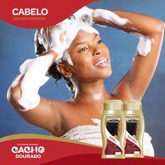 Ao lavares os cabelos, coloca um pouco de champô na palma da mão e esfrega uma mão na outra, aplicando o produto de forma homogénea nos cabelos. De seguida repete o processo com o condicionador.  Nunca uses as unhas no couro cabeludo, e sim a ponta dos dedos.