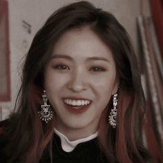 #ryujin Tumblr: weeshy Artist Aesthetic, Kpop Aesthetic, Aesthetic Photo, Kpop Girl Groups, Kpop Girls, Picture Mix, Divas, Blackpink Jisoo, New Girl