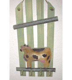 Porte clés ou torchons en bois recyclé : Ah la vache ! : Décorations murales par mauranne