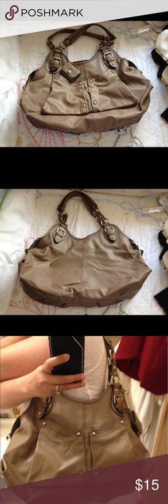 Nine West bag Good preowned condition Nine West Bags Shoulder Bags