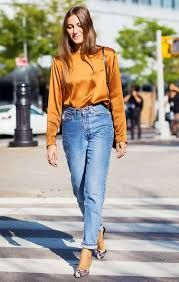 15 Mom-Jean Outfits You Can Wear at the Office Update your denim outfit rotation this season with the freshest mom-jean outfits you can wear to the office. Bookmark each inspiring look inside. Street Chic, Street Style 2016, Looks Street Style, Street Look, Outfits Casual, Jean Outfits, Cool Outfits, Fashion Outfits, Fashion Tips