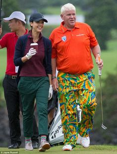 'Putt'-ing it all out there: The star played with golf pro John Daly, who wore a very loud outfit John Daley, Pga Tour Players, Stars Play, Golf Tips For Beginners, Jessica Alba, Golf Outfit, New Love, Ladies Golf, Golf Apparel