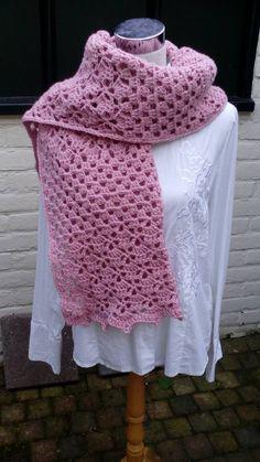 Rechte shawl op basis van Annyone's Shawl. Samenwerking Ingrid Haakt en Annie Germeraad