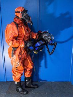 Hazmat Suit, Armor Clothing, Full Face Mask, Cool Guns, Tactical Gear, Cool Photos, Suits, Cyberpunk, Gears