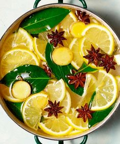 Fragrance is a big part of any holiday or season! Make your home smell like Christmas with one of these easy simmer pot recipes. Homemade Potpourri, Simmering Potpourri, Stove Top Potpourri, Potpourri Recipes, House Smell Good, House Smells, Room Scents, Pots, Party Decoration