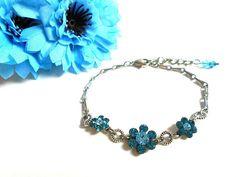 928a8496e1698 Bracelet fleurs avec des cristaux Swarovski indicolite et aquamarine (bleu) Bijou  Fleur, Perle
