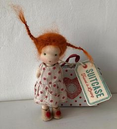 Isn't she adorable? Waldorf Crafts, Waldorf Toys, Tiny Dolls, Soft Dolls, Fabric Dolls, Paper Dolls, Rag Dolls, Knitted Animals, Knitted Dolls